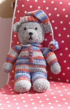"Cuddly Sweet Dreams Teddy Bear - Free Amigurumi Pattern - PDF File -Click ""Download Printable Instructions"" below picture here: http://www.redheart.co.uk/free-patterns/sweet-dreams-teddy"
