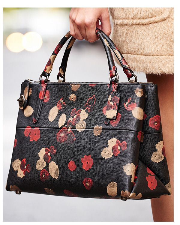 Coach Fl Print Tote I M Not One To Spend That Kind Of Money But Love Purse Outfits Pinterest Handbags Bags And Designer