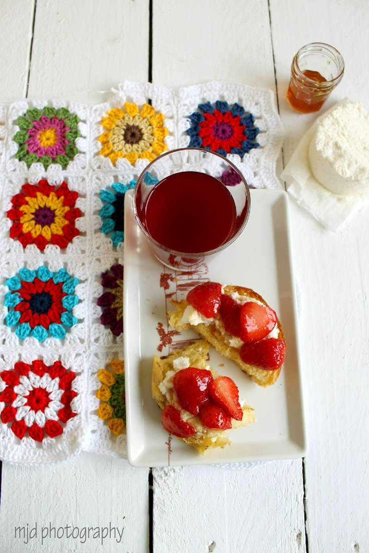 Crochet Placemats- classic granny squares. Quick and easy to make.