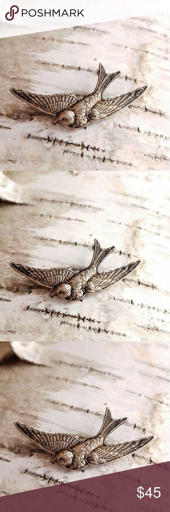 Vintage Sterling bird brooch silver swallow This lovely little vintage brooch is shaped like a bird in flight! It is made of solid Sterling Silver, and is stamped on the back STERLING. This little bird was made around 1940s to 1950s. It is in very nice condition, it does have it's original dark patina. From a smoke free home:)    KeyB8588bird8b4d Vintage Jewelry Brooches