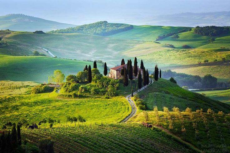 Toskania - Włochy - moja druga ojczyzna. Kocham. Tyle dni spędzonych w tym pięknym kraju... chciałabym móc zabrać tam mojego męża i dzieci i pokazać im to wszystko, co mnie zafascynowało w czasie moich licznych wcześniejszych pobytów. Mikołaju - nie byliśmy już na wakacjach ponad 3 lata, żaden wyjazd, żaden odpoczynek... Znaleźć podróż do Włoch pod choinką dla naszej szóstki - marzenie!