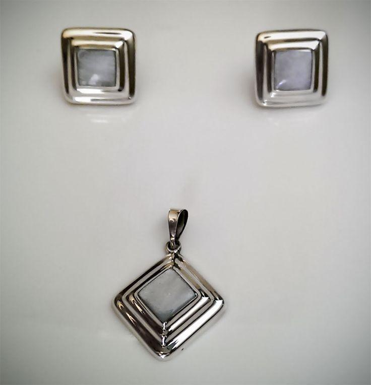Set de Aretes y Dije de Plata .925  Cuadrados con centro de madre perla comprimida