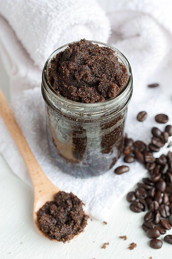 Hazlo tú mismo: exfoliante anticelulítico de café