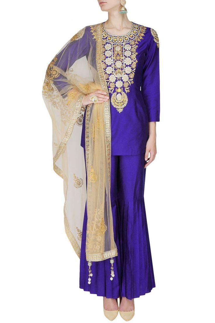 #perniaspopupshop #sonaligupta #embroidery #zariwork #clothing #shopnow #happyshopping