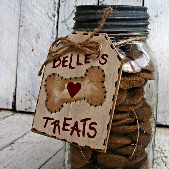 Personalize your dog treat jar for your very special pet with a Country Tags Dog Treat Jar Tag! Our jar tag will label the treat container with your