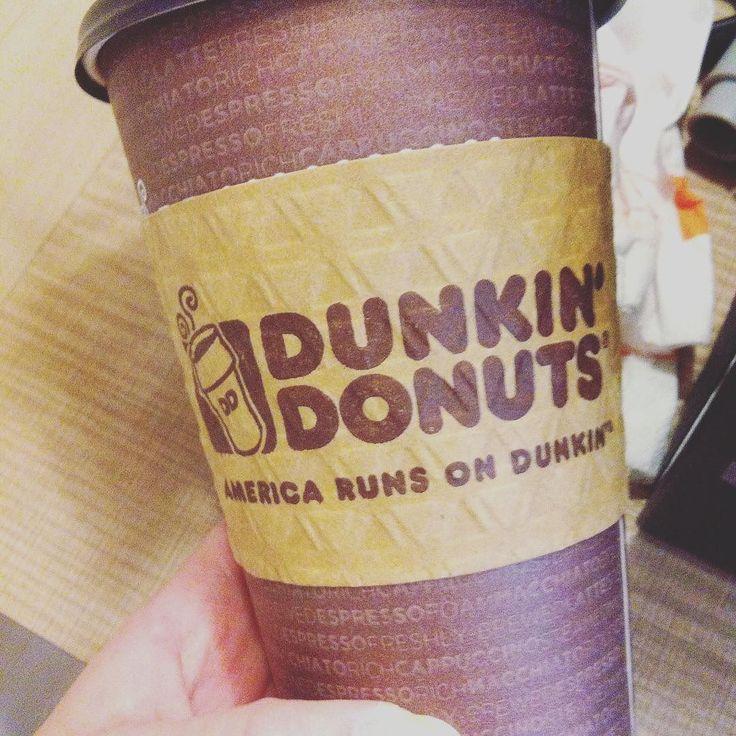 Lo que auspicia mis mañanas... Okey no me auspicia pero me ha ayudado a despertar este Diciembre... (Café  con cremita  muffin... Aunque ya no queda nada de ... Xd )