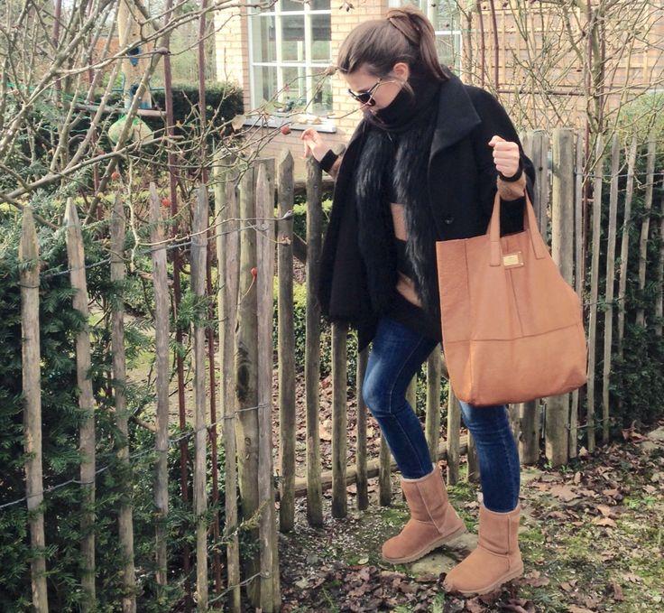 Winter look ❄️ Ugg's classic shoes- Zara jeans - Essentiel  Antwerpen jumper - Meteo by Yves Salomon fur gilet - Liu jo coat - River island bag