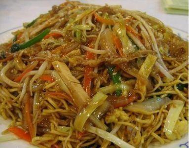 Nouilles sautées au poulet et curry vert