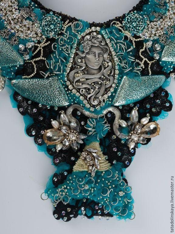 Купить Колье-коллаж «Русалочье» - винтажная брошь, русалка, грусть, взгляд, необычное, сверкающее