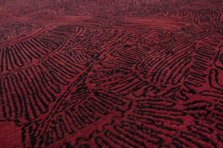 intrigue japonaise #Intrigue Japonais ist ein kulturelles, mehr als ein dekoratives,  Projekt in dem die Kunst der nepalischen Stickerei auf ein höheres Niveau gebracht wird um Kissen aus Kaschmirwolle mit Figuren aus der japanischen Teathertradition des 18 Jahrhunderts zu dekorieren. http://nodusrug.it/it/collezione_tappeti_scheda.php?ID=INTJAP