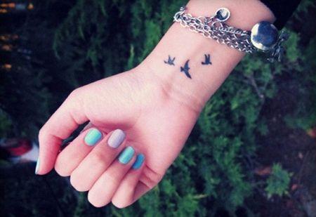 Татуировки для девушек на запястье. Фото