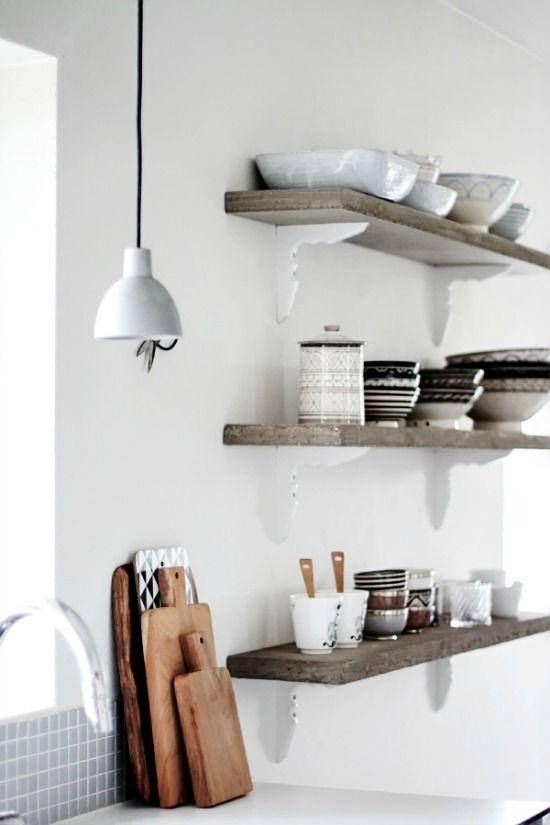 Mooie planken om je servies op te zetten in de keuken