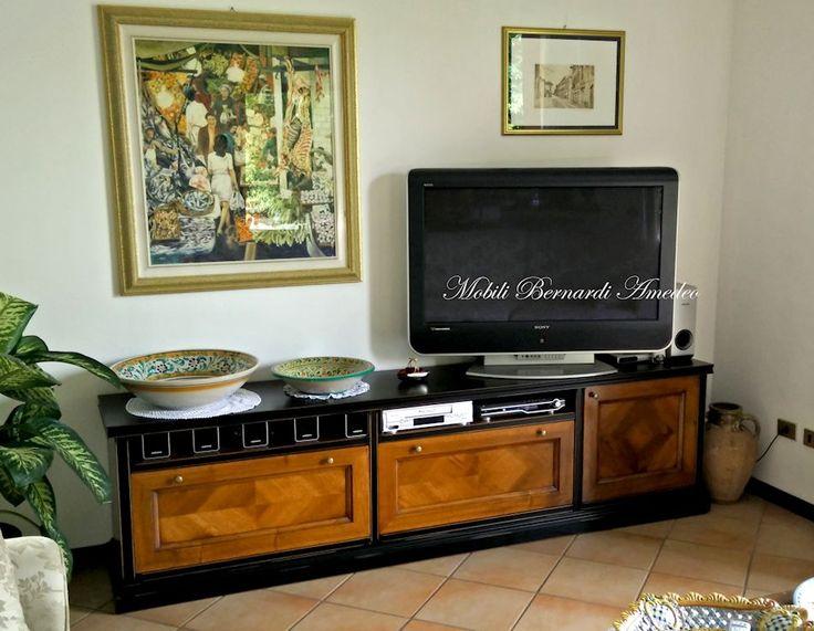 Solid wood Tv stand, black and walnut. Mobile Tv in legno massello con cassettoni e anta in noce, struttura laccata nero.