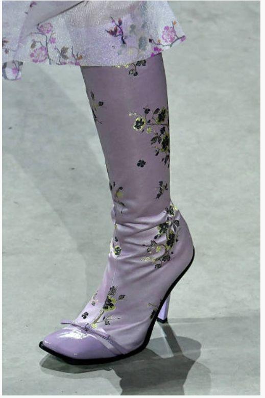 Kenzo Fall 2018 Fashion Show Details - https://sorihe.com/zapatosdemujer/2018/03/09/kenzo-fall-2018-fashion-show-details/ #shoeswomen #shoes #womensshoes #ladiesshoes #shoesonline #sandals #highheels #dressshoes #mensshoes #heels #womensboots #womenshoesonline #buyshoesonline #cheapshoes #cheapshoesonline #walkingshoes #silvershoes #ladiesfootwear #shoeshops #ladiesshoesonline #goldshoes #platform shoes #onlineshoestores #shoesonlineshopping #casualshoes #whiteshoes