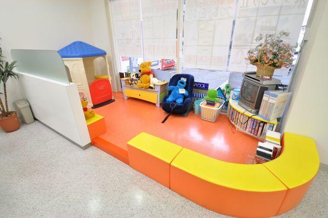 【藤和ハウス調布店 キッズスペース写真】 キッズスペースをご用意しておりますので、小さなお子様がご一緒でも安心です! http://www.towa-house.co.jp/chofu/
