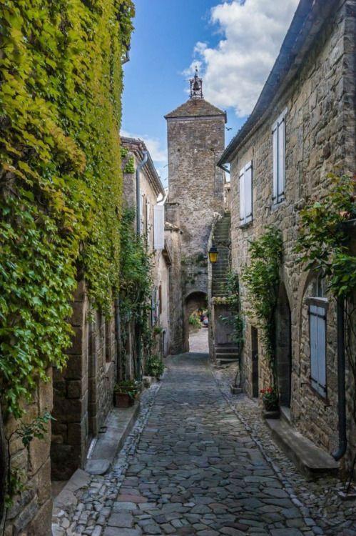 visitheworld:  Penne / France (by   nbowmanaz).