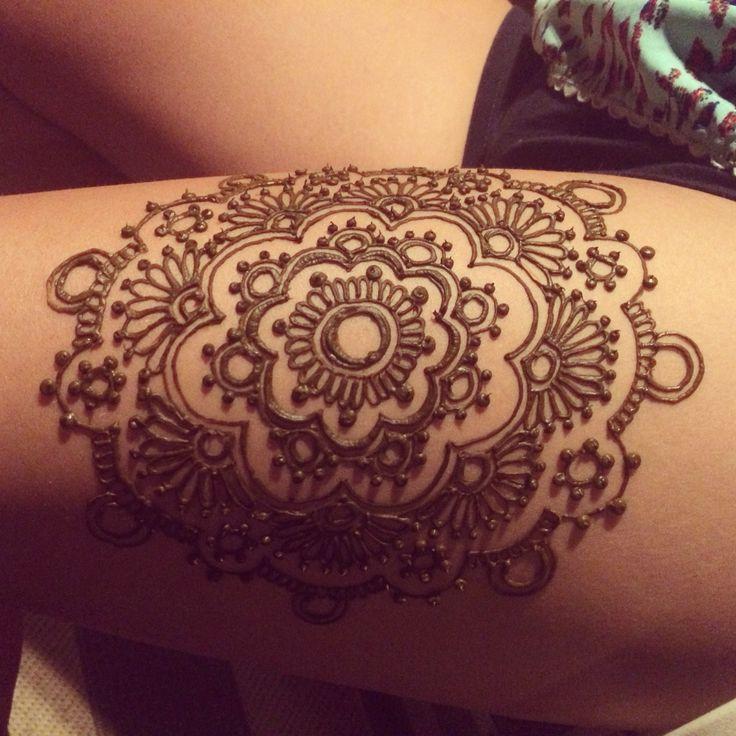 Thigh henna! Perfect for beach days!! @lemontreehenna
