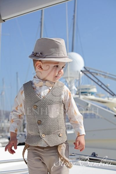 Βαπτιστικά ρούχα για αγόρι της Stova Bambini μοντέρνο κουστούμι με  ιδιαίτερο γιλέκο και πουκάμισο με σαφάρι 6bb26e048eb