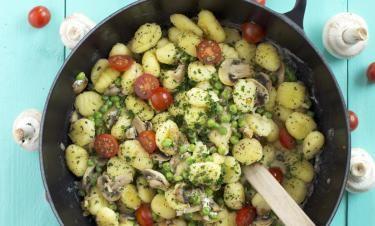 Krämig svamppanna med salviastekt gnocchi och persilja