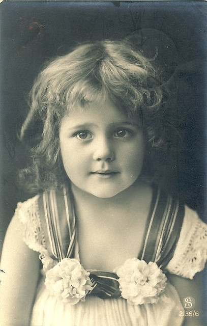 vintage photo...Is this Grete? or Hanni? The eyes look more like young Hanni to me. If anyone knows, please let me know. TY