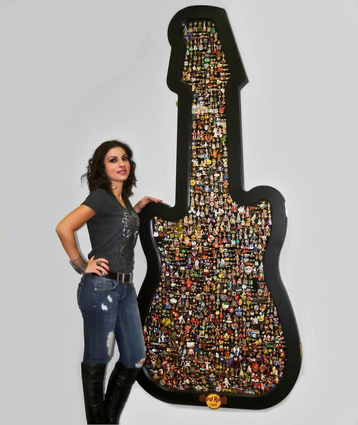 hrc jumbo guitar pin case ships to continental us only hard rock shop hard rock cafe pins. Black Bedroom Furniture Sets. Home Design Ideas
