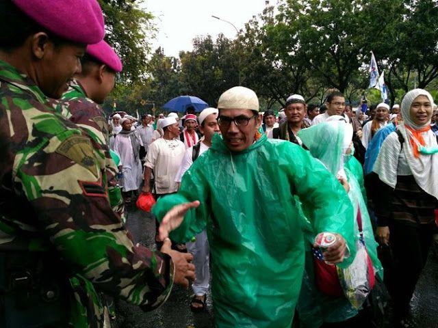 Momen-Momen yang Indah Nan Menyejukkan TNI Dengan Peserta Aksi 212 | Berita Islam 24H