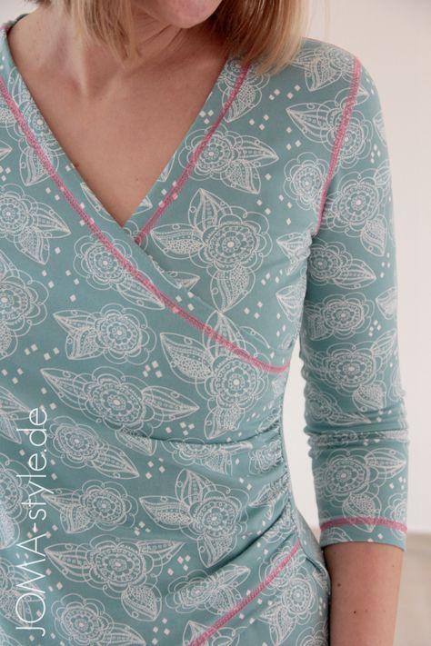 Es gibt Schnitte die ziehen mich sofort in ihren Bann. So ergeht es mir auch mit Raphaela, dem neuen Shirt-Ebook von Lasari Design. Raphaela ist ein ein Shirt in Wickeloptik mit raffinierter seitlicher Raffung. Es kann außerdem in zwei verschiedenen Shirt-Varianten genäht werden und das Ebook enthält zusätzlich noch eine Kleidvariante. Toll, oder? Frida Shades - das neue Jerseydesign von Verena Münstermann und Lillestoff Diese Shirtvariantehabe ich aus dem neuen 'Frida Shades'-Jersey von…
