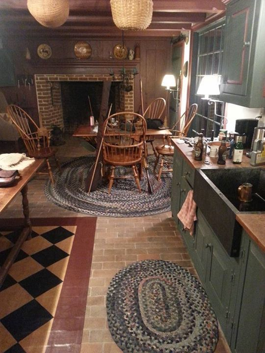 Primitive Kitchen, Country Primitive, Primitive Decor, Colonial Kitchen,  Ideas For, Country Kitchens, Country Homes, Colonial Decorating, Windsor  Chairs