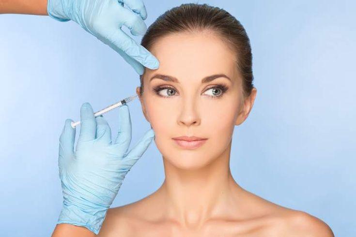 O Botox é a famosa toxina botulínica, muito utilizada para amenizar rugas e marcas de expressão, além do preenchimento facial
