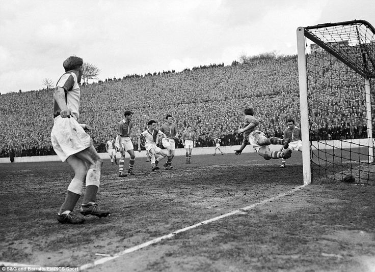 Charlton e Black Burn em 1958. (Foto: S&G and Barratts/Empics Sport)