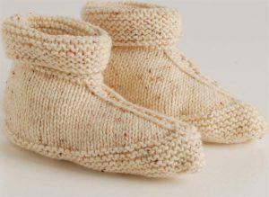 Dink jy nie dit is tyd om pantoffels vir die winter te brei nie? Hier is 'n patroon vir maklike pantoffels wat in een stuk gebrei word.