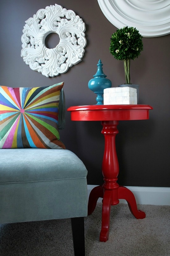 LOVE this wall color!Red Pillows Decor, Wall Colors, Wall Decor, Side Tables, Ceilings Medallions, Grey Wall, Ceiling Medallions, Red Tables, Bright Colors