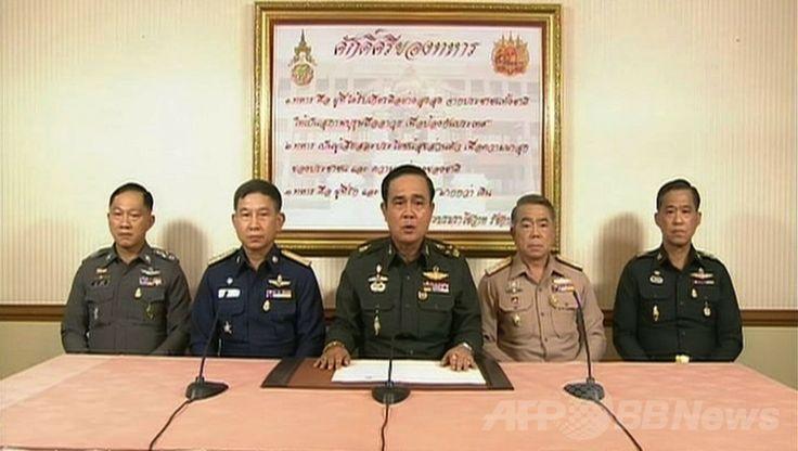 タイの首都バンコク(Bangkok)で、軍が全権を掌握すると宣言したプラユット・チャンオチャ(Prayut Chan-O-Cha)陸軍司令官(中央)のテレビ演説を映し出す画面の画像(2014年5月22日撮影)。(c)AFP/Thai television ▼22May2014AFP|タイ軍がクーデター、夜間外出禁止令も http://www.afpbb.com/articles/-/3015679 #Prayut_Chan_O_Cha #Bangkok #Coup_detat