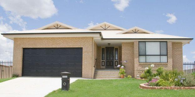 Plano de hermosa casa con 4 dormitorios y 2 garajes, estilo moderno