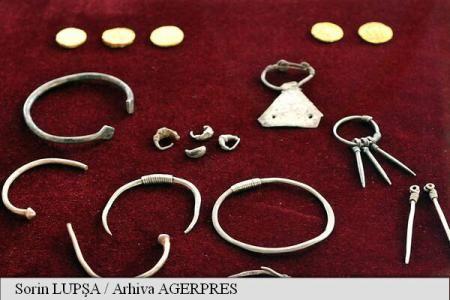 UPDATE Cele 18 noi obiecte de podoabă dacice din colecția MNIR, în atenția publicului până duminică – AGERPRES