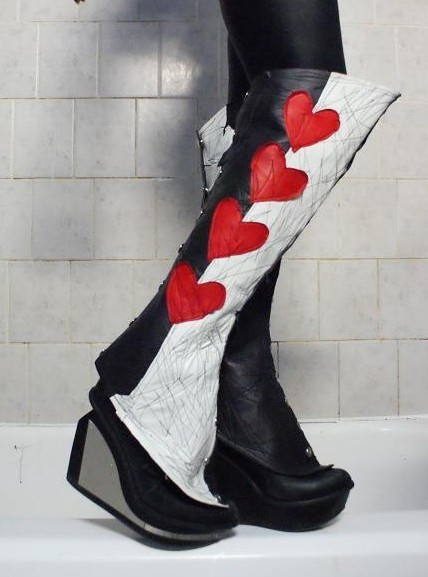 17 Best images about Steampunk Queen of Hearts on Pinterest | Hoop skirt Halloween costumes and ...