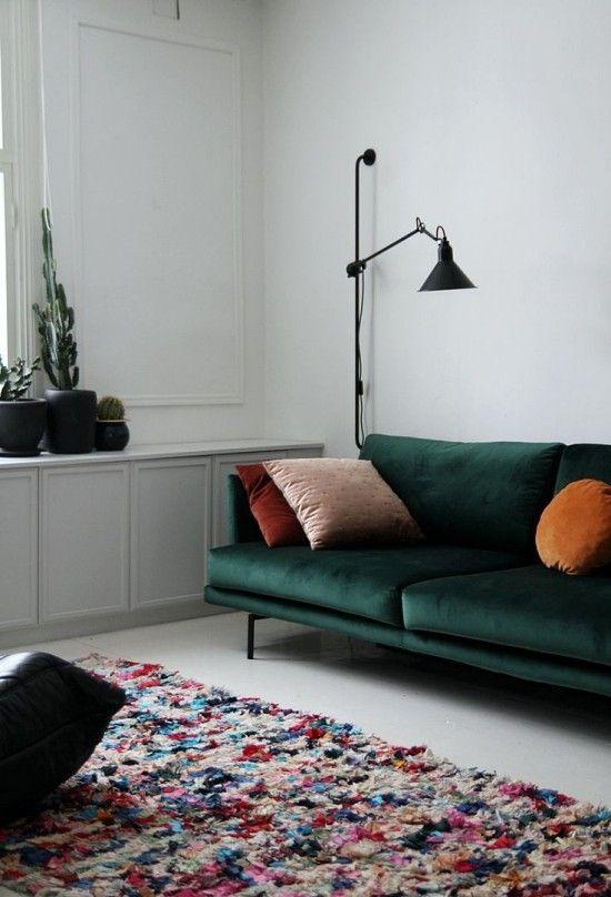 Petrol-Farbe für Samtsofa #Design #dekor #dekoration #design - Deko Für Schlafzimmer