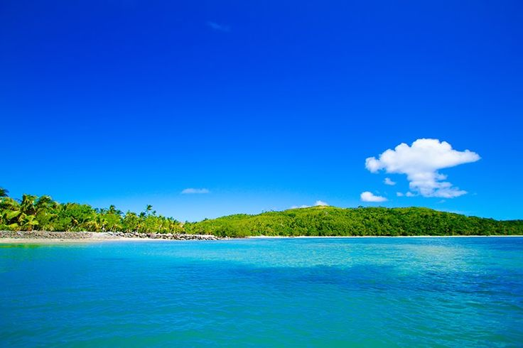 The perfect view of clear sea and sky at Fiji. Such a beautiful place for honeymoon.