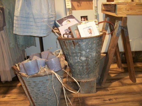 The Polka Dot Closet: Merchandise Display Ideas....Pallets, Crates, and Bricks Oh My!