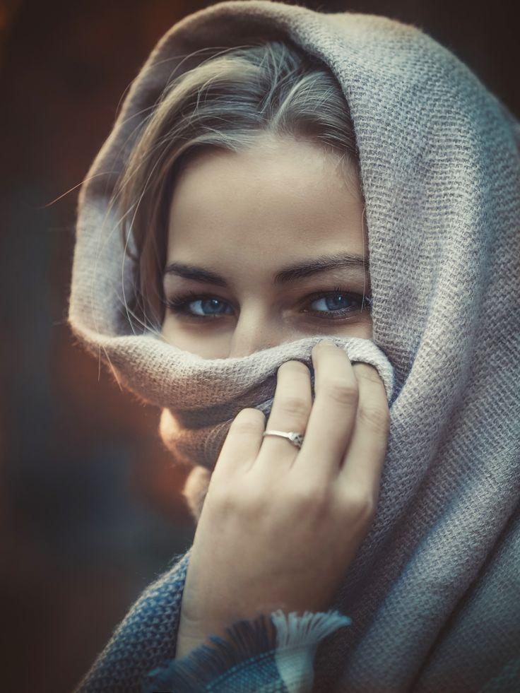 Girl in the hijab | Iranian beauty, Self portrait