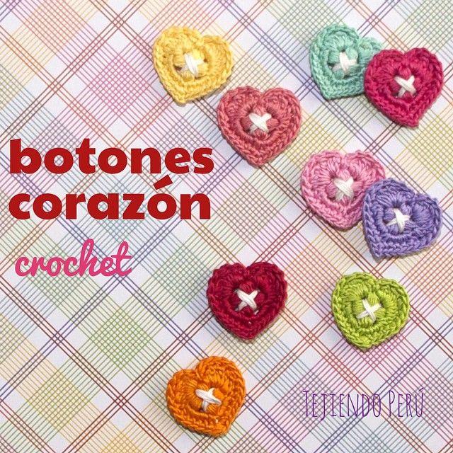 Mini tutorial del miércoles: botones decorativos en forma de corazón tejidos a crochet! Ya pueden ver el video en nuestro canal de YouTube: http://youtu.be/7coirgMf3LQ