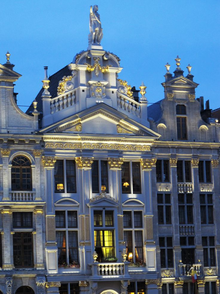 Brussels Grand-Place is magnificent, any time of the day!