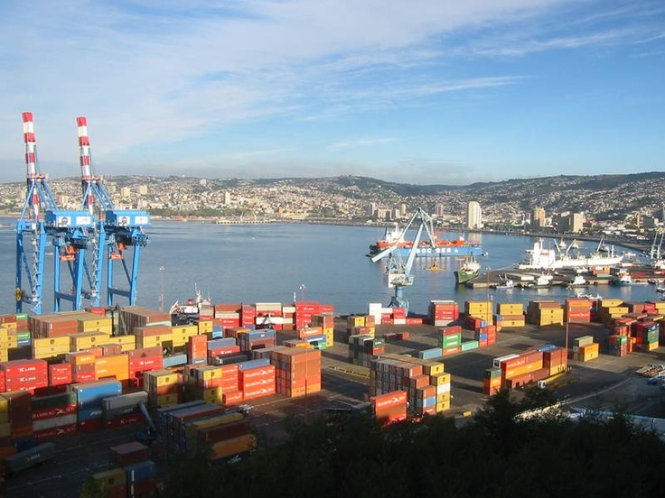 The port of Valparaíso, #Chile. It is a beautiful city.