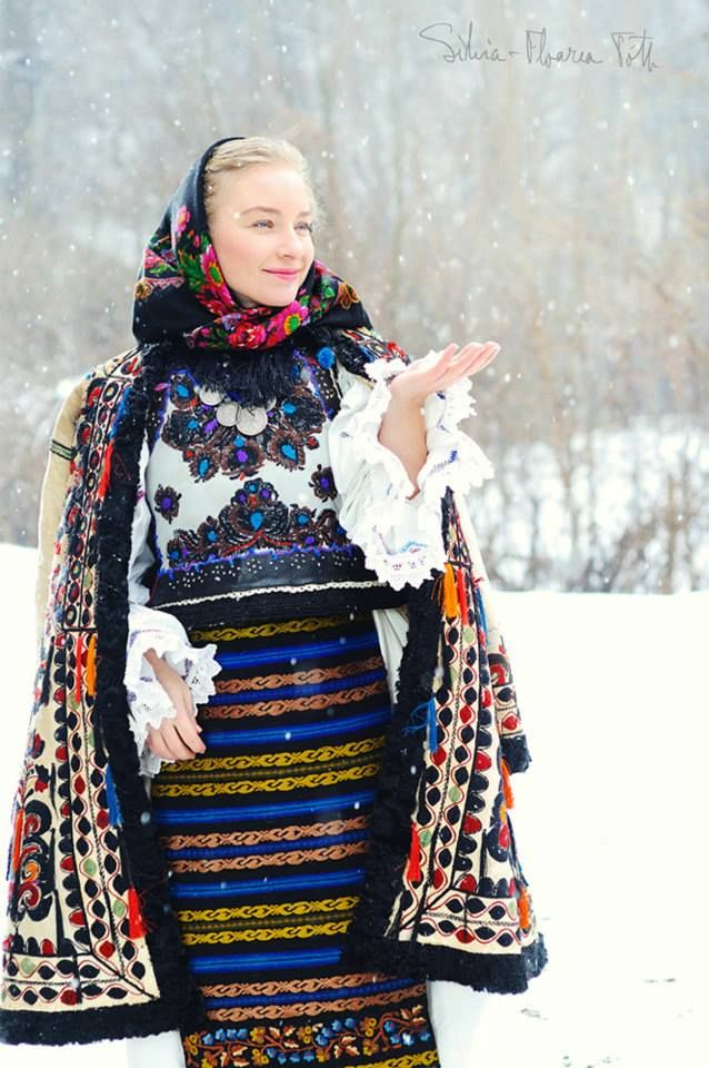 Traditional Romanian festive clothing