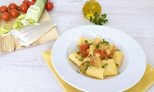 Pasta con baccalà pomodorini e porri