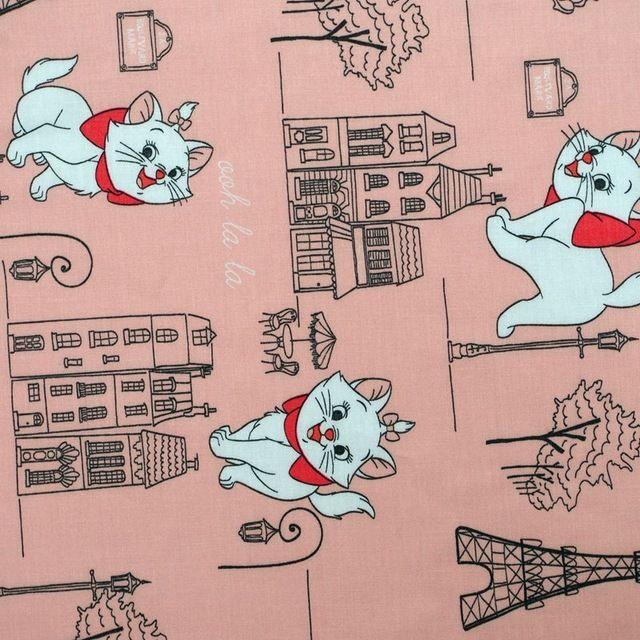 C701-1 yard katoen twil stof-cartoon-mooie kat, Toren en gebouwen op licht roze (breedte = 160 cm) in