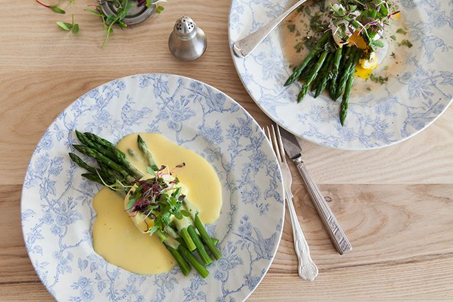 Hollandaise sauce with poached egg and asparagus. Who's making?