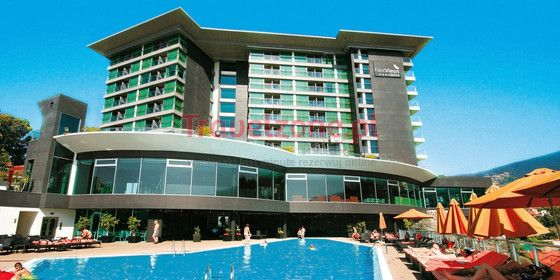 Hotel Four Views Baia   https://www.travelzone.pl/hotele/portugalia/wyspa-madera/four-views-baia