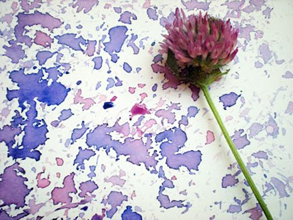 Clover flower painting...actually, this would be really pretty on fabric, very nani iro