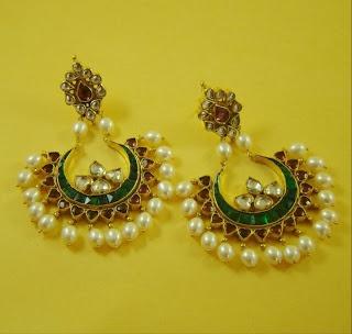 Hyderabadi Bridal Wedding Jewelry . I love such designs. Very rich and pretty.  Indian Jewellery
